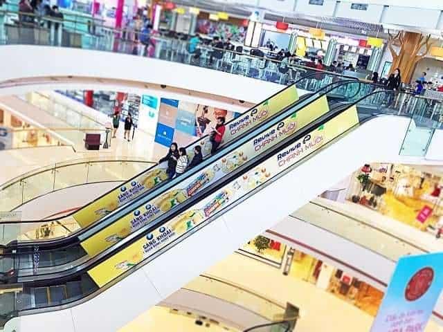 liên hệ quảng cáo ở trung tâm thương mại