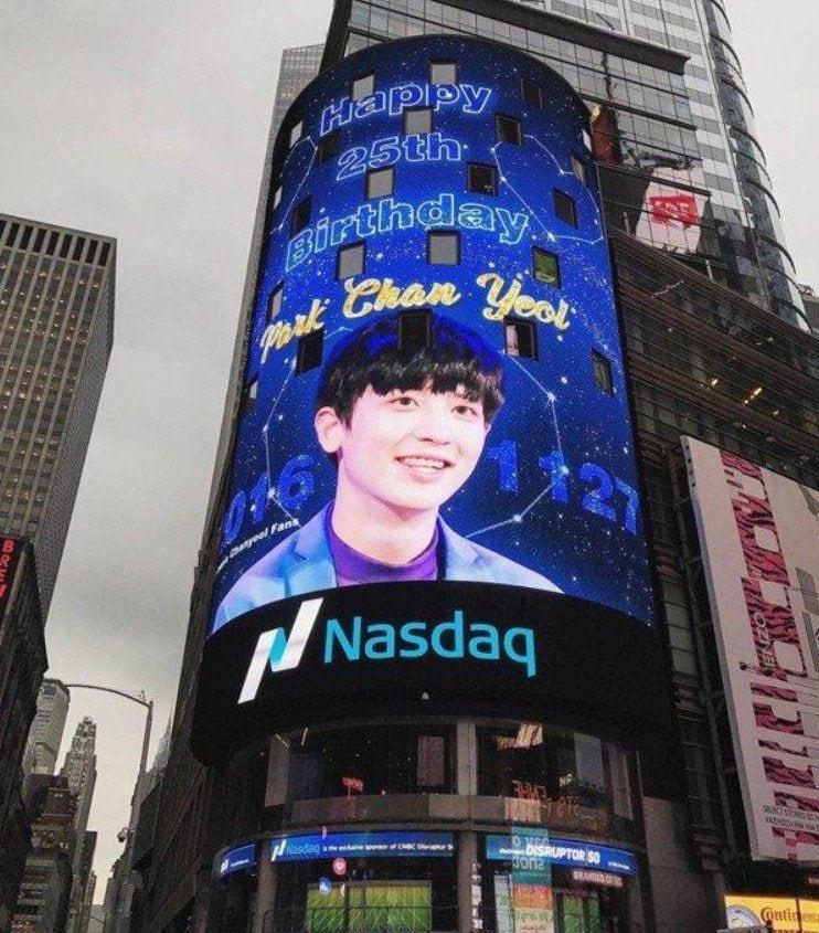 Hình ảnh quảng cáo của sinh nhật Chanyeol ở Quảng trường Thời đại