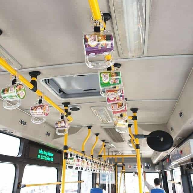 Quảng cáo trên tay cầm xe bus