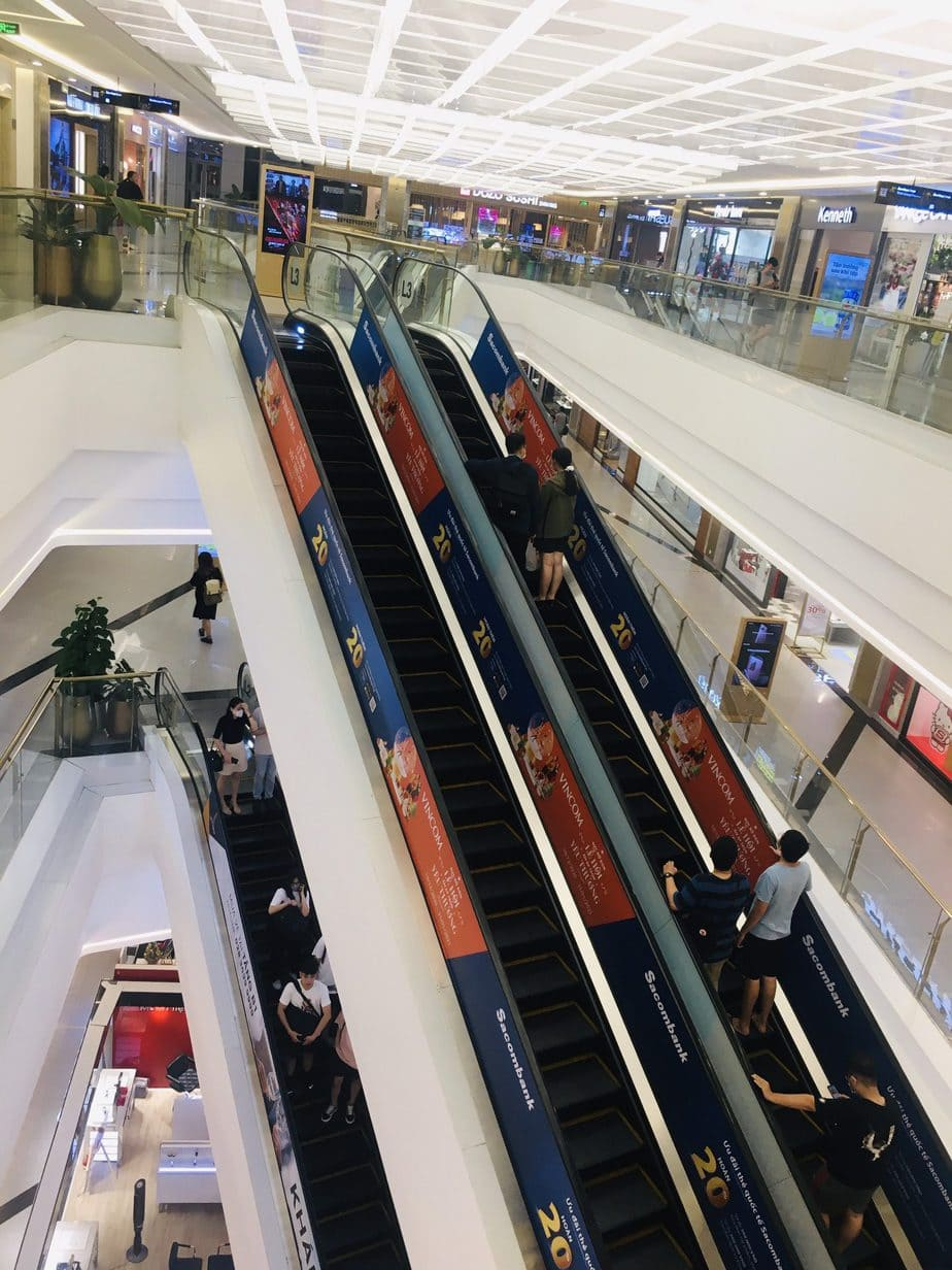Hình ảnh quảng cáo trong Trung tâm thương mại