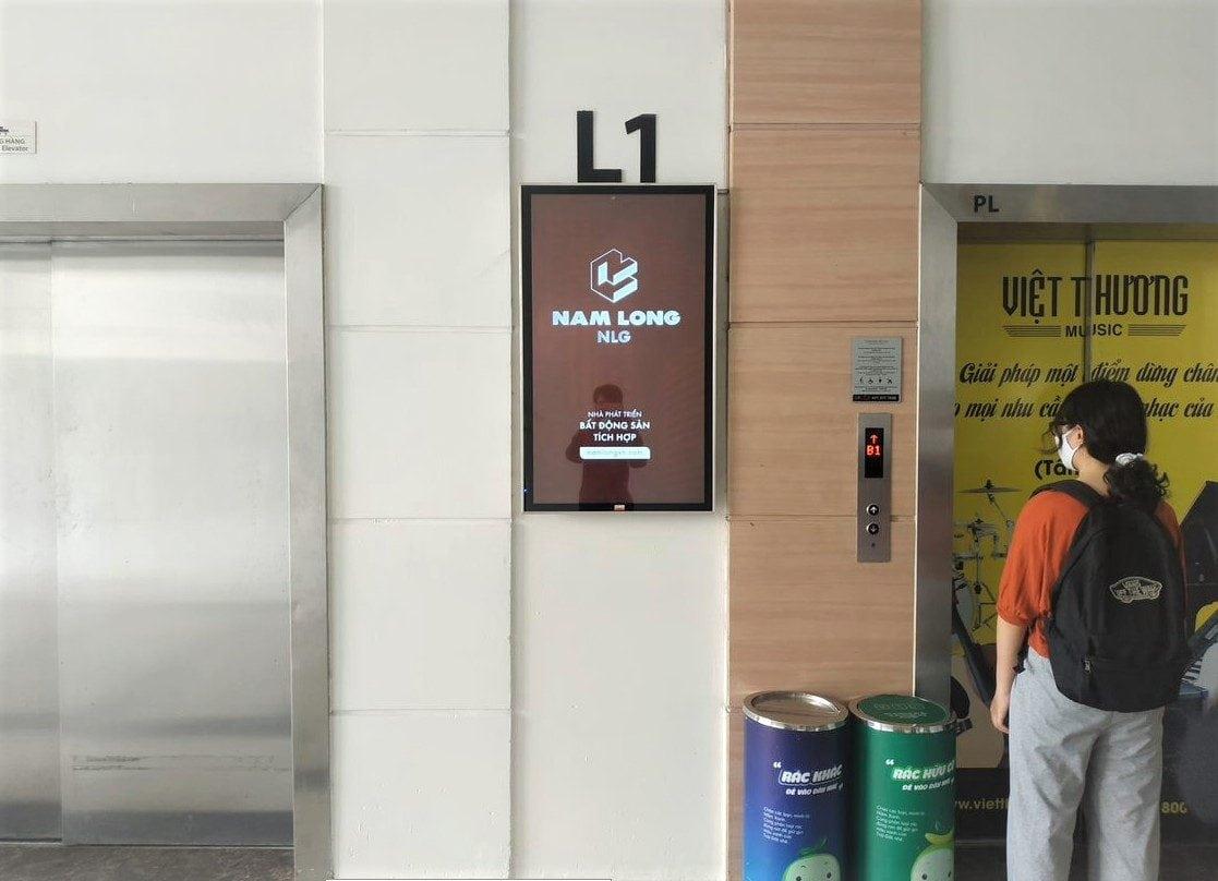 Quảng cáo lcd thang máy