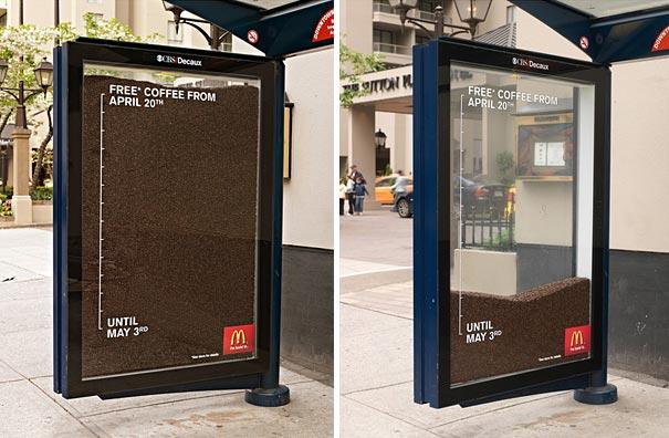 Quảng cáo ở hai bên hông (vách) nhà chờ xe buýt