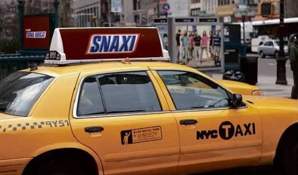 Mẫu quảng cáo trên xe ô tô đẹp