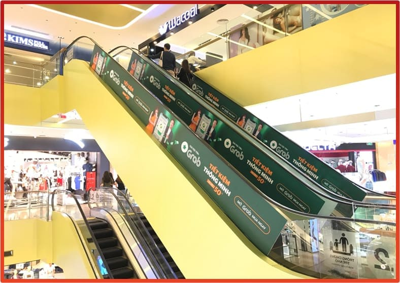 quảng cáo thang cuốn tại trung tâm thương mại